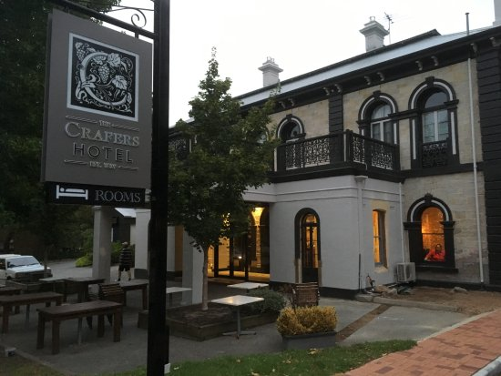 Crafers Hotel Front